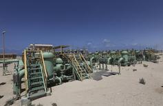 Imagen de archivo del terminal petrolero de Zueitina, Libia, abr 7 2014. Libia no podrá exportar petróleo antes de agosto a través de sus dos más importantes puertos del este debido a unos controles de seguridad que se realizan tras un largo cierre de casi un año, dijo el miércoles un funcionario petrolero de alto nivel.   REUTERS/Esam Omran Al-Fetori