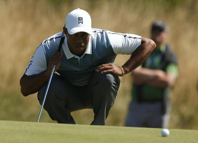 Tiger Woods of the U.S. up his putt on the tenth green during the first round of the British Open Championship at the Royal Liverpool Golf Club in Hoylake, northern England July 17, 2014. REUTERS/Cathal McNaughton
