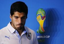 O jogador uruguaio Luis Suarez concede entrevista coletiva na Arena das Dunas, em Natal, em junho. 23/06/2014 REUTERS/Carlos Barria