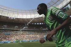 Nigeriano Musa durante partida da Copa do Mundo contra a França em Brasília. 20/06/2014 REUTERS/Ueslei Marcelino