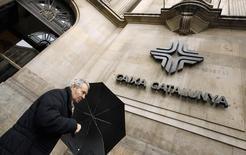L'Etat espagnol a revendu la banque nationalisée Catalunya Banc, l'un des derniers établissements bancaires à être toujours dans le giron public à la suite de la crise financière de 2007-2009, à BBVA, numéro deux du secteur pour 1,187 milliard d'euros, /Photo d'archives/REUTERS/Albert Gea