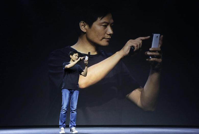Lei Jun, founder and CEO of China's mobile company Xiaomi, shows the new features at a launch ceremony of Xiaomi Phone 4, in Beijing, July 22, 2014. China's Xiaomi unveiled on Tuesday its new flagship Mi 4 smartphone, aimed squarely at the premium handset market dominated by Apple Inc and Samsung Electronics Co Ltd. REUTERS/Jason Lee