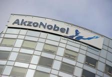 AkzoNobel a annoncé une hausse de 7% de son bénéfice avant intérêts, impôts, dépréciations et amortissements (Ebitda) au deuxième trimestre, en dépit d'un tassement de son chiffre d'affaires. /Photo d'archives/REUTERS/Robin van Lonkhuijsen/United Photos