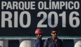 Trabalhadores em obra dos Jogos Olímpicos no Rio de Janeiro. 08/04/2014, REUTERS/Ricardo Moraes