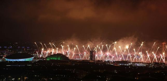 Fireworks light up over the Commonwealth Games venues in Glasgow, Scotland July 23, 2014. REUTERS/Russell Cheyne