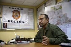 """Командир батальона """"Восток"""" Александр Ходаковский в Донецке 8 июля 2014 года. Влиятельный командир повстанцев с востока Украины говорит, что у пророссийских сепаратистов был зенитно-ракетный комплекс того типа, которым, как считает Вашингтон, был сбит самолет Малайзийских авиалиний, выполнявший рейс MH17. REUTERS/Maxim Zmeyev"""