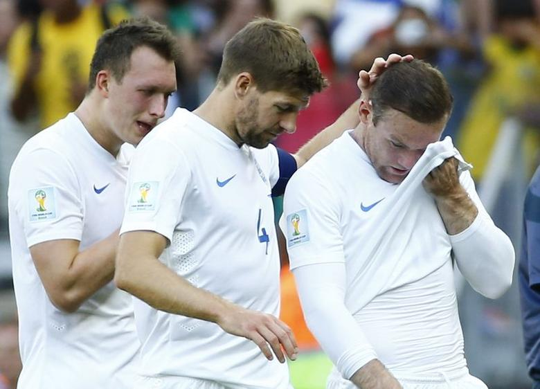 England's Phil Jones ,Steven Gerrard  and Wayne Rooney react after the match against Costa Rica during their 2014 World Cup Group D soccer match at the Mineirao stadium in Belo Horizonte June 24, 2014. REUTERS/Murad Sezer