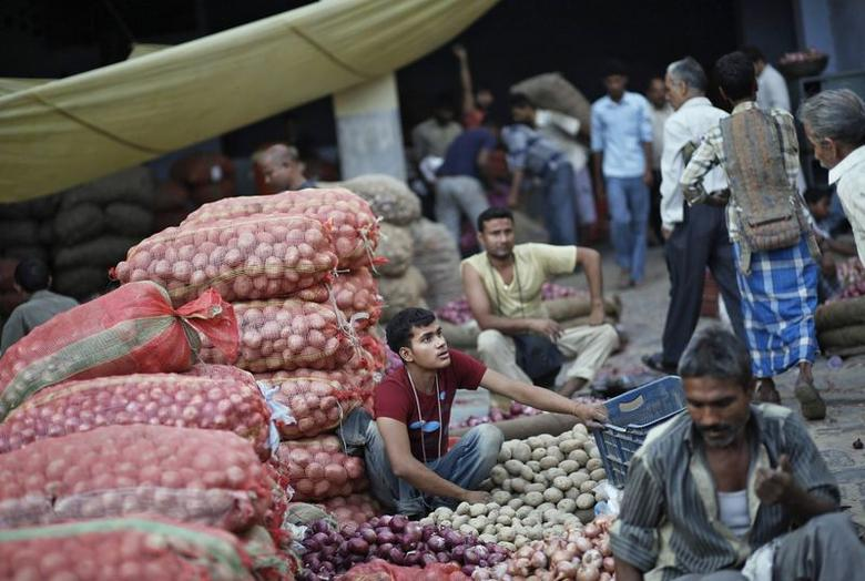 Vendors wait for customers at a wholesale vegetable market in the old quarters of Delhi July 10, 2014. REUTERS/Anindito Mukherjee