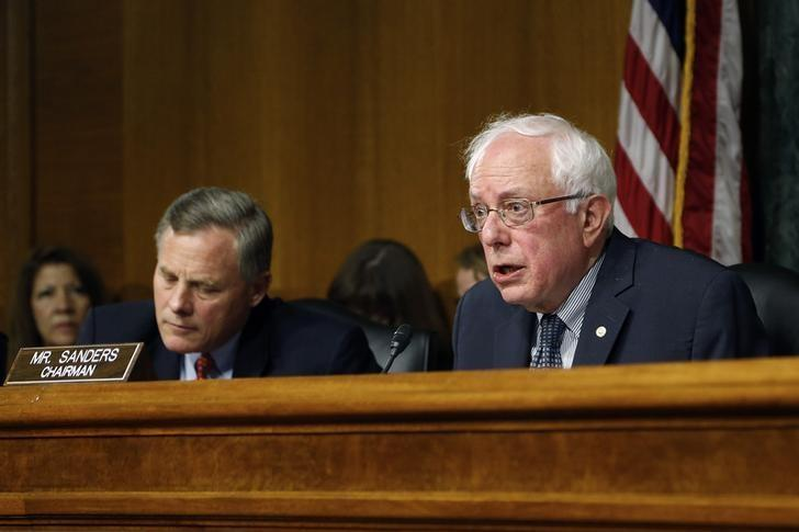 Committee chairman U.S. Senator Bernie Sanders (I-VT) (R) and ranking member Senator Richard Burr (R-NC) (L) address Department of Veterans Affairs Secretary Eric Shinseki (not pictured) as he testifies before a Senate Veterans Affairs Committee hearing on VA health care, on Capitol Hill in Washington May 15, 2014 file photo. REUTERS/Jonathan Ernst