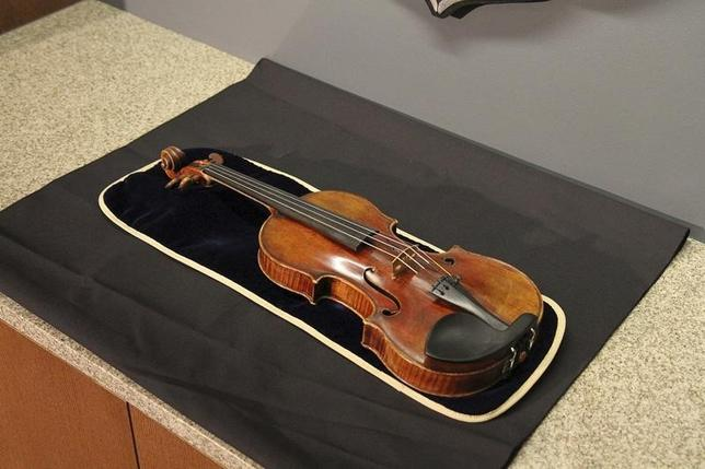 The 300-year-old Stradivarius violin that was taken from the Milwaukee Symphony Orchestra's concertmaster in an armed robbery is pictured in Milwaukee, Wisconsin in this February 6, 2014 handout photo at a news conference after it was recovered.  REUTERS/Jon D. Riemann/Milwaukee Police/Handout via Reuters