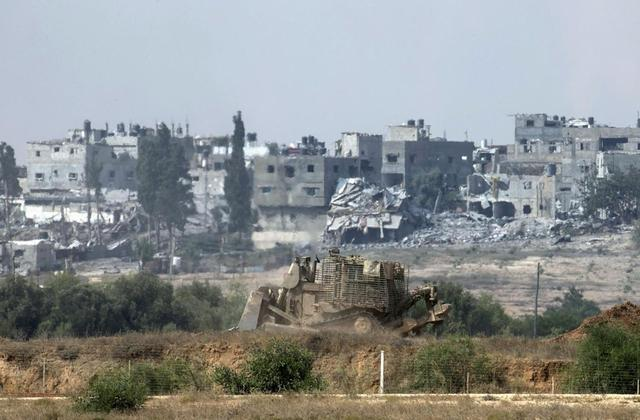 An Israeli army armoured bulldozer moves in the northern Gaza Strip July 28, 2014. Israel eased its assaults in the Gaza Strip and Palestinian rocket fire from the enclave declined sharply on Monday, the military said, with both the United States and United Nations calling for a durable ceasefire. REUTERS/Baz Ratner