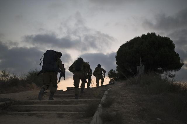 Israeli soldiers patrol outside the northern Gaza Strip July 28, 2014. . REUTERS/Amir Cohen