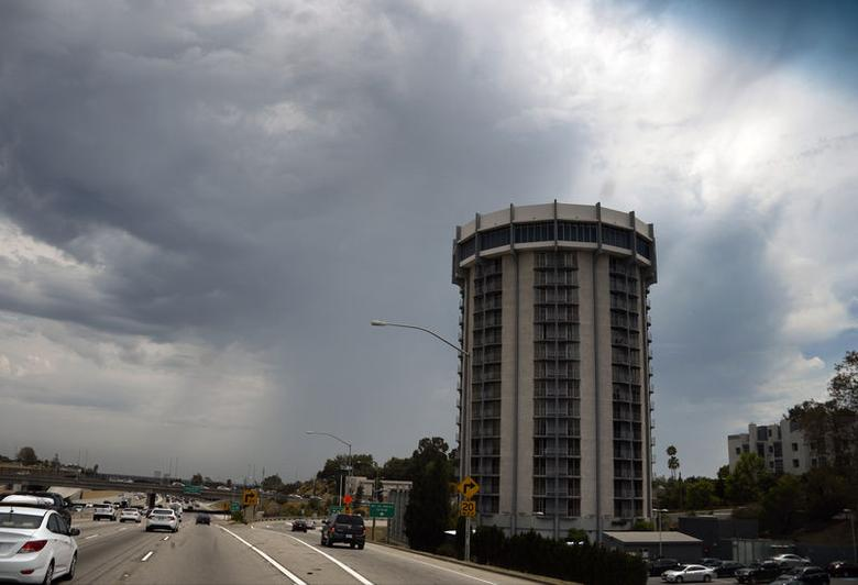 A huge monsoon storm cell is pictured over Venice Beach July 27, 2014. REUTERS/Gene Blevins