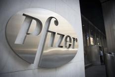 Pfizer a publié des résultats un peu meilleurs que prévu au titre du deuxième trimestre, grâce à la croissance des ventes de ses traitements contre le cancer. Le numéro un américain de la pharmacie fait état d'un bénéfice net de 2,91 milliards de dollars. /Photo d'archives/REUTERS/Andrew Kelly