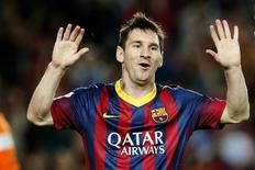 Lionel Messi comemora gol marcado sobre o Sevilla no Campeonato Espanhol. 14/09/2013. REUTERS/Gustau Nacarino