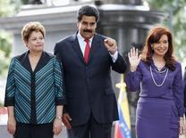O presidente da Venezuela, Nicolás Maduro, recebe a presidente Dilma Rousseff (esquerda) e a presidente da Argentina, Cristina Kirchner, para uma cúpula do Mercosul, em Caracas, na Venezuela, nesta terça-feira. 29/07/2014 REUTERS/Jorge Silva