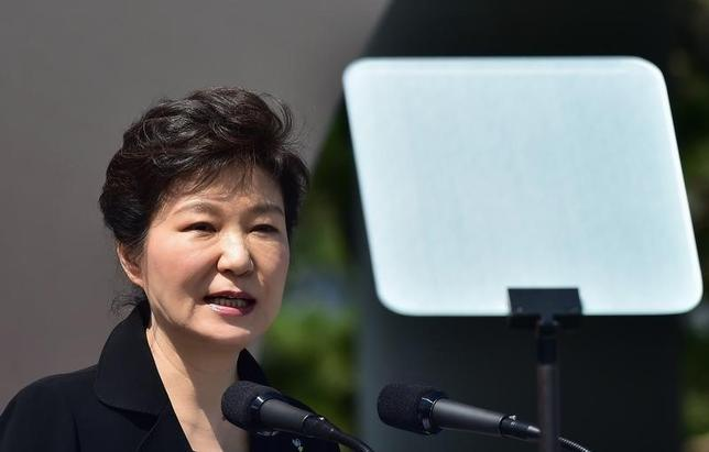 South Korean President Park Geun-hye delivers a speech during a ceremony marking Korean Memorial Day at the National Cemetery in Seoul June 6, 2014.  REUTERS/Jung Yeon-je/Pool