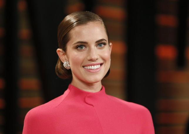 Actress Allison Williams arrives at the 2014 Vanity Fair Oscars Party in West Hollywood, California in this file photo from March 2, 2014.  REUTERS/Danny Moloshok/Files