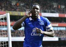 Lukaku, do Everton, comemora gol marcado contra o Arsenal. 08/03/2014 REUTERS/Toby Melville