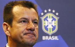 Dunga, anunciado como técnico do Brasil em 22 de julho, fará a 1ª convocação em 18 ou 19 de agosto.  REUTERS/Ricardo Moraes