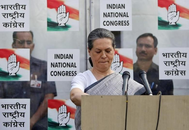 Congress party chief Sonia Gandhi speaks during a news conference in New Delhi May 16, 2014. REUTERS/Anindito Mukherjee