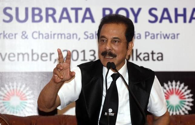 Sahara Group Chairman Subrata Roy speaks during a news conference in Kolkata November 29, 2013. REUTERS/Rupak De Chowdhuri/Files