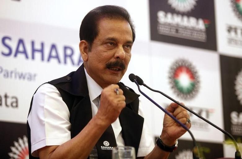 Sahara Group Chairman Subrata Roy gestures as he speaks during a news conference in Kolkata in this file November 29, 2013 photo. REUTERS/Rupak De Chowdhuri