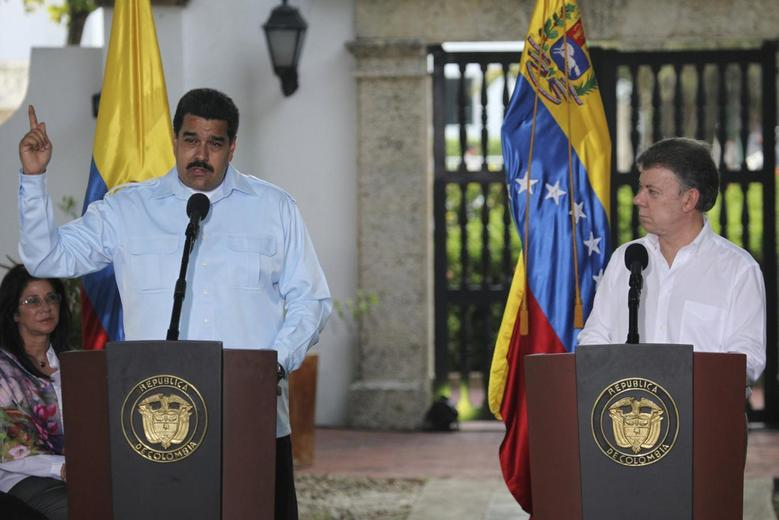 Venezuela's President Nicolas Maduro (L) and Colombia's President Juan Manuel Santos attend a news conference at a hotel in Cartagena August 1, 2014. REUTERS/Stringer
