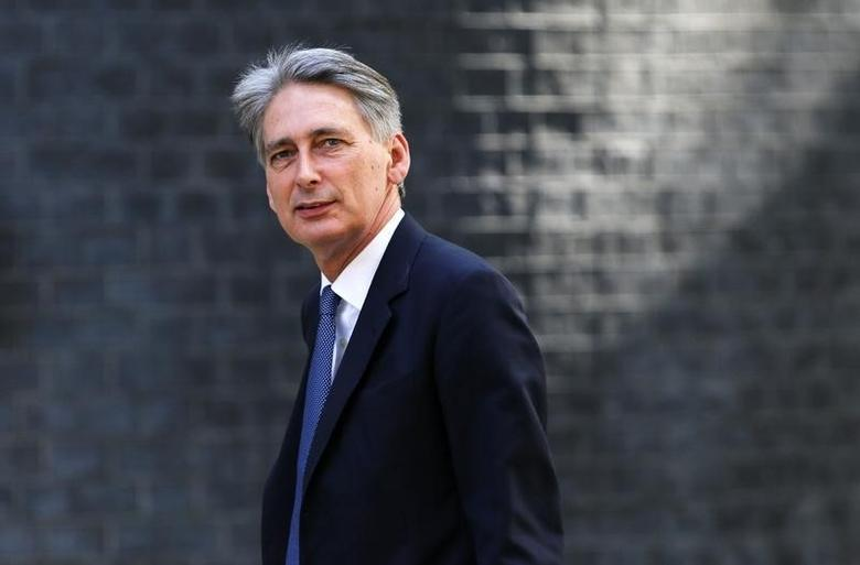 Britain's Foreign Secretary Philip Hammond leaves 10 Downing Street in central London, July 15, 2015.  REUTERS/Suzanne Plunkett