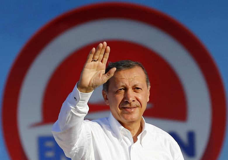 Turkey's Prime Minister and presidential candidate Tayyip Erdogan greets his supporters during an election rally in Istanbul August 3, 2014.  REUTERS/Murad Sezer