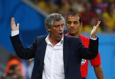Técnico Fernando Santos durante partida da Grécia contra a Costa Rica em Recife. 29/06/2014. REUTERS/Tony Gentile