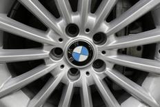 BMW annonce mardi une hausse, supérieure aux attentes, de 26% de son bénéfice d'exploitation au deuxième trimestre, porté par le lancement de nouveaux modèles et par ses ventes en Chine. /Photo prise le 3 juillet 2014/REUTERS/Carlos Jasso