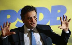 Candidato do PSDB à Presidência, Aécio Neves, durante entrevista coletiva em Brasília. 18/12/2013. REUTERS/Ueslei Marcelino