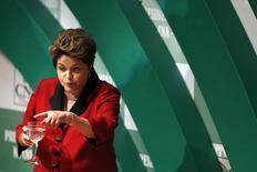 A presidente Dilma Rousseff discursa durante encontro com empresários na Confederação da Agricultura e Pecuária do Brasil (CNA), em Brasília, nesta quarta-feira. 06/08/2014 REUTERS/Ueslei Marcelino