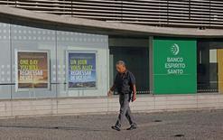 Les banques portugaises vont travailler de concert avec le gouvernement pour que la partie saine de Banco Espirito Santo (BES) soit cédée au plus vite, a déclaré mercredi le président de l'Association des banques portugaises. /Photo prise le 6 août 2014/REUTERS/Hugo Correia
