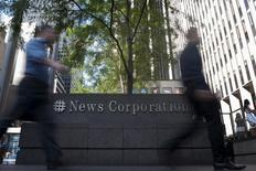 News Corp, l'éditeur du Wall Street Journal, a publié jeudi un chiffre d'affaires en baisse mais meilleur que prévu au titre du deuxième trimestre, la croissance de son activité d'édition de livres ayant compensé un recul des ventes de sa division de presse. /Photo d'archives/REUTERS/Keith Bedford