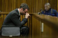 Velocista sul-africano Oscar Pistorius durante julgamento em Pretória. 08/08/2014 REUTERS/Herman Verwey/Pool
