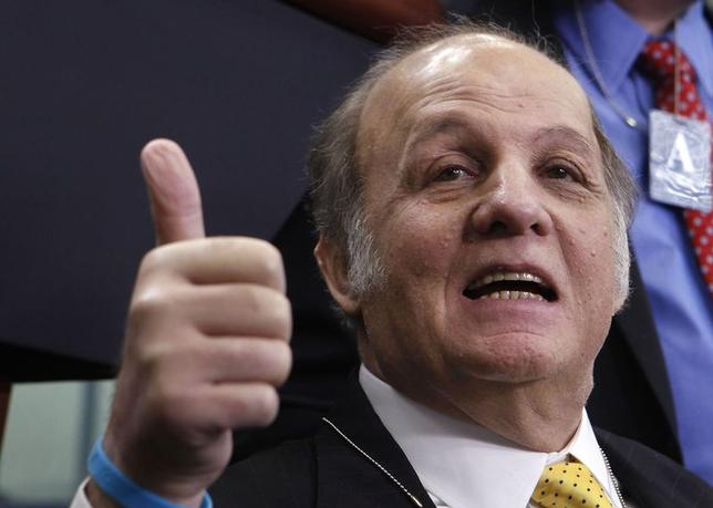 Former White House Press Secretary James Brady gives a thumbs-up to everyone as he visits the White House press briefing room in Washington in this file photo from March 30, 2011.  REUTERS/Larry Downing/Files