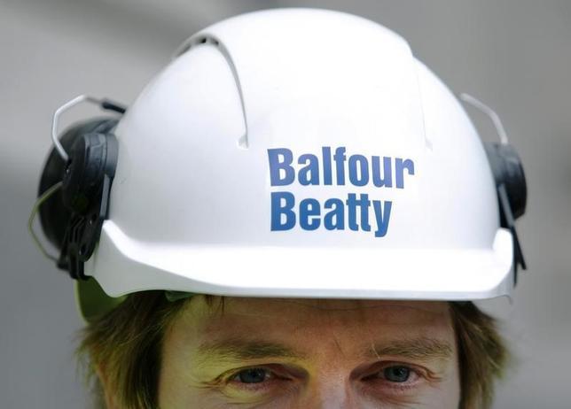A Balfour Beatty worker walks onto a site in London August 10, 2009.  REUTERS/Luke MacGregor