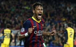 Neymar comemora gol do Barcelona contra o Atlético de Madri em 1 de abril.   REUTERS/Gustau Nacarino