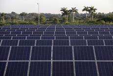 Foto de painéis solares. O Banco Nacional de Desenvolvimento Econômico e Social (BNDES) anunciou as condições de apoio financeiro para os vencedores do leilão de geração de energia elétrica a partir de fonte solar, marcado para 31 de outubro. REUTERS/Enrique De La Osa