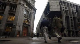 Imagen de archivo del distrito financiero en Buenos Aires, ago 1 2014. Bancos internacionales están teniendo dificultades en llegar a un acuerdo para comprar parte de la deuda soberana de Argentina que está en manos de fondos de cobertura que demandaron al país, dijeron el martes fuentes cercanas al asunto.   REUTERS/Marcos Brindicci