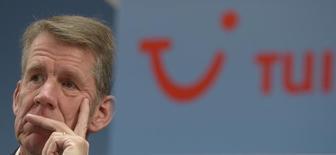 Friedrich Joussen, président du directoire de TUI. Le premier voyagiste européen par le chiffre d'affaires a bon espoir que son bénéfice annuel atteigne le haut de sa fourchette prévisionnelle après une hausse de 83% de son bénéfice au troisième trimestre. /Photo d'archives/REUTERS/Fabian Bimmer