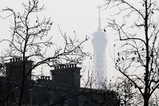 L'économie française a enregistré une croissance nulle au deuxième trimestre après avoir déjà stagné au premier trimestre, ce qui rend difficilement tenable le scénario d'une hausse de 1% du produit intérieur brut retenu par le gouvernement pour 2014. /Photo prise le 14 mars 2014/REUTERS/Charles Platiau