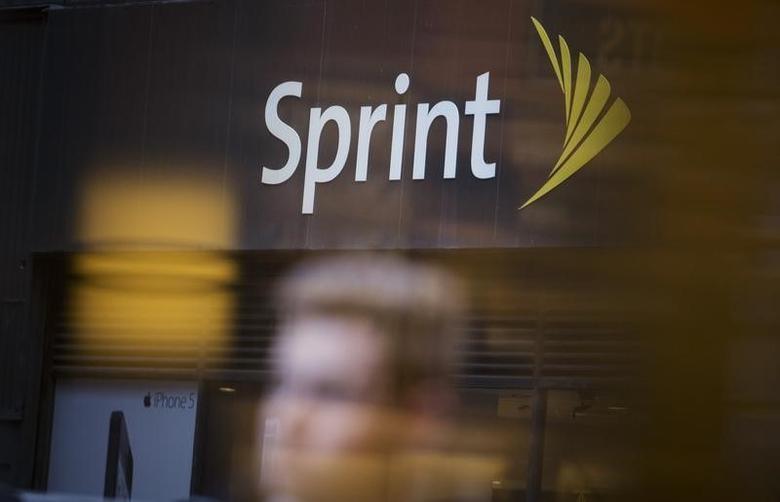 People walk past a Sprint store in New York December 17, 2012. REUTERS/Andrew Kelly (