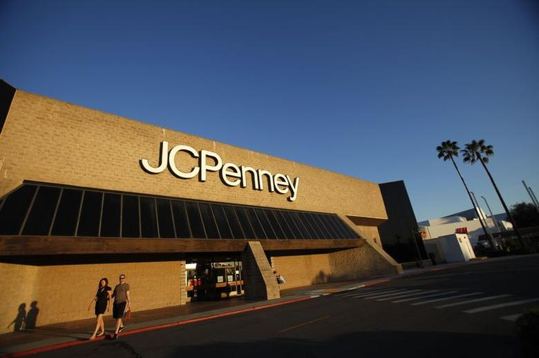 A couple walks by a J.C. Penney store in Arcadia, California in this file photo from March 1, 2013. REUTERS/Mario Anzuoni/Files