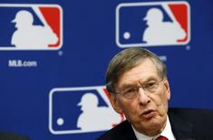 Major League Baseball Commissioner Bud Selig speaks at a news conference in New York, November 22, 2011, to announce a new five-year collective bargaining agreement with the players that will allow play to continue uninterrupted through the 2016 season.   REUTERS/Mike Segar