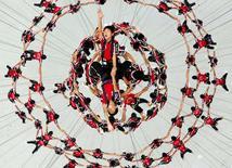 Voluntários ensaiam para a cerimônia de abertura dos Jogos Olímpicos da Juventude em Nanjing, na China. 9/08/2014.  REUTERS/Stringer