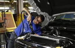 La production industrielle a augmenté de 0,4% en juillet aux Etats-Unis, grâce entre autres à un bond de 10,1% de la production de véhicules et de pièces détachées automobiles, selon les chiffres de la Réserve fédérale. /Photo d'archives/REUTERS/Rebecca Cook