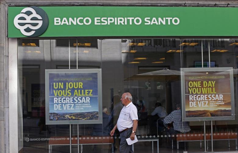 A man walks past an office of Portuguese bank Banco Espirito Santo (BES) in downtown Lisbon August 4, 2014. REUTERS/Hugo Correia